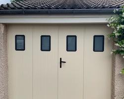 Porte battante garage - Fenêtres Mâconnaises - Mâcon